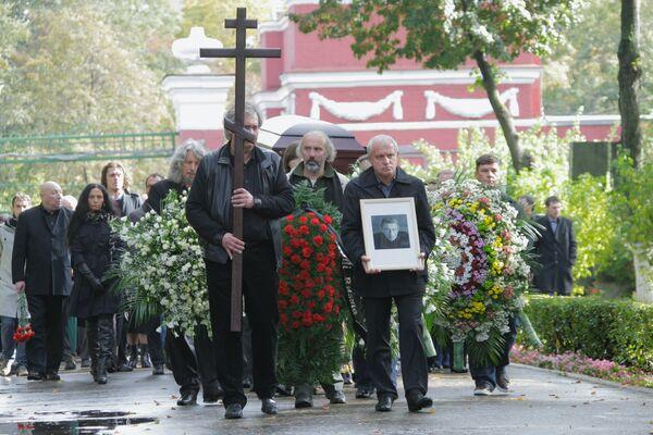 Похороны режиссера И.Дыховичного на Новодевичьем кладбище