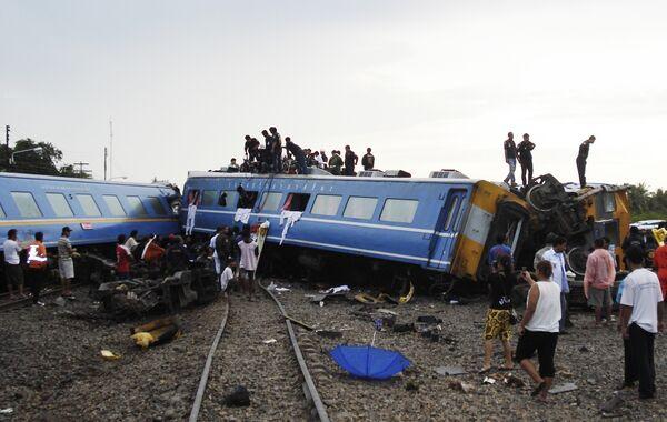Пассажирский поезд сошел с рельсов в Таиланде