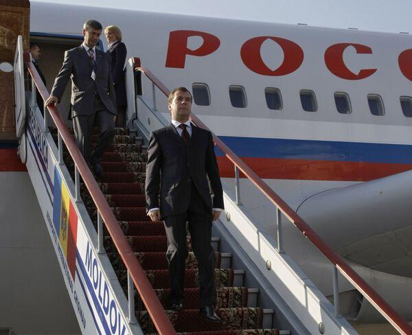 Президент России Дмитрий Медведев в аэропорту Кишинева