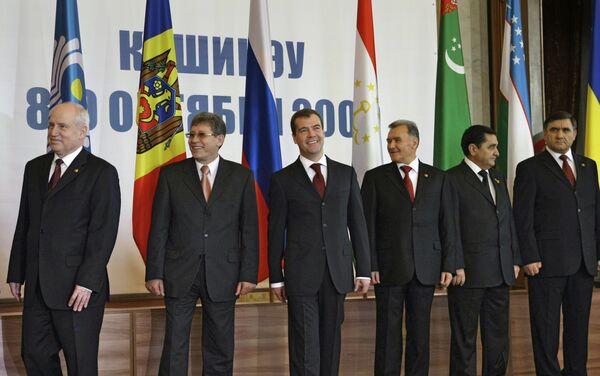 Медведев пригласил лидеров СНГ на парад 9 мая и неформальную встречу