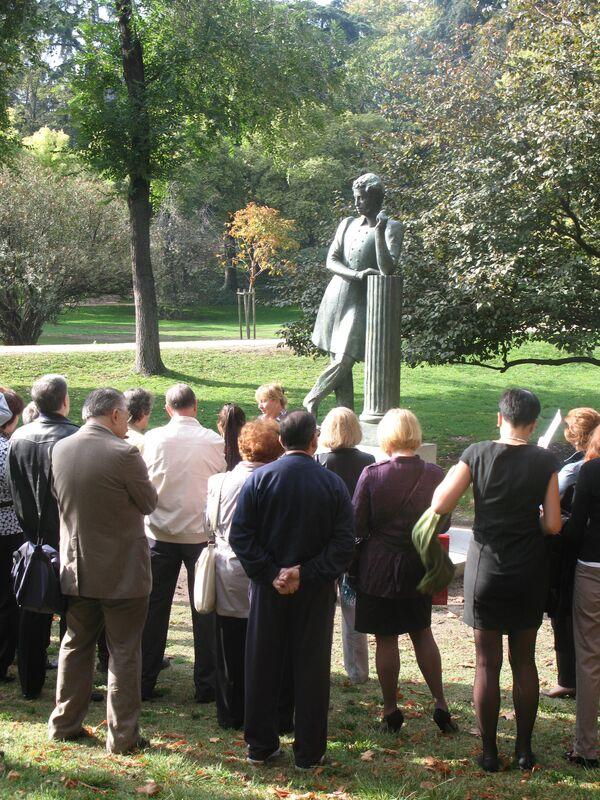 Встреча российских поэтов с поклонниками русской литературы у памятника Александру Пушкину в Мадриде