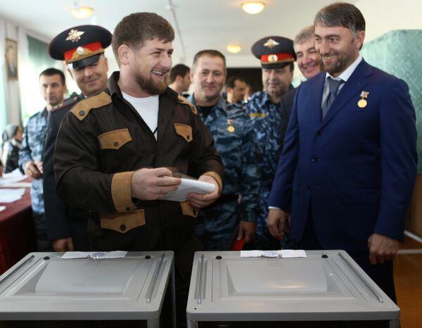 Рамзан Кадыров в селе Центарой во время голосования на выборах