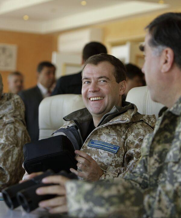 Президент Д.Медведев наблюдает за учениями ОДКБ Взаимодействие- 2009 в Казахстане