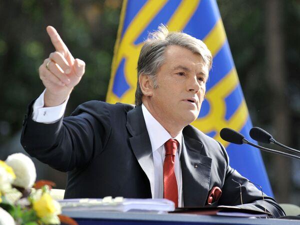 Ющенко обещает заставить правительство повысить пенсии и зарплаты