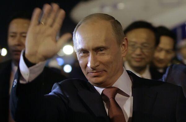 В заседании принимает участие премьер-министр РФ Владимир Путин.