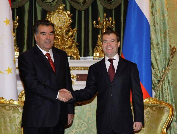 Медведев считает союзническими отношения России и Таджикистана