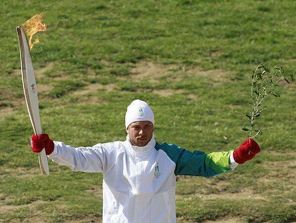 Эстафета Олимпийского огня для Игр-2010 стартовала в Древней Олимпии