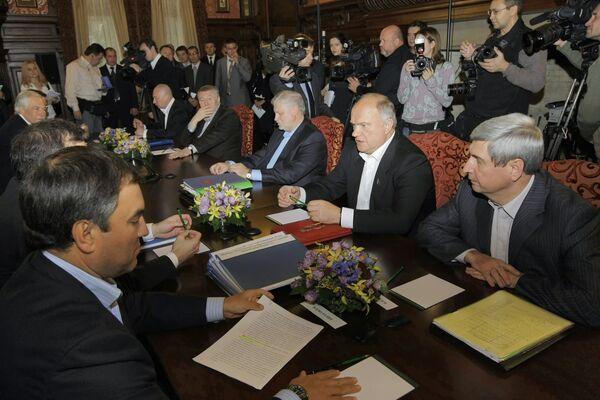 Президент РФ Дмитрий Медведев встретился с лидерами парламентских фракций