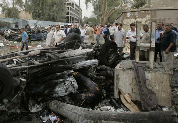 Два автомобиля взорваны у здания канцелярии губернатора Багдада и министерства юстиции Ирака
