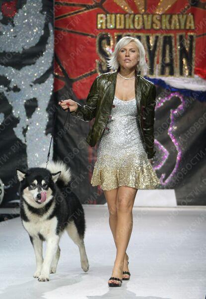 Наталья Рагозина во время показа в рамках Volvo-Недели моды в Москве