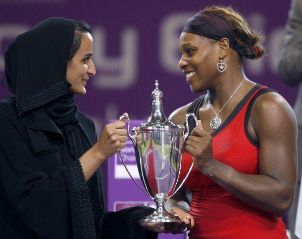 Американская теннисистка Серена Уильямс (справа)