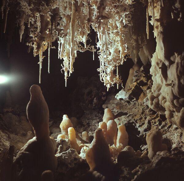 Известняковая пещера. Архив