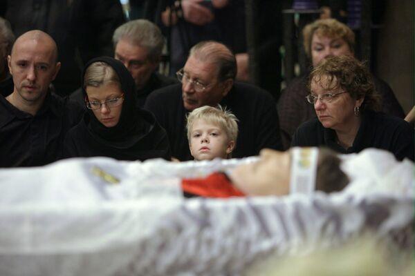 Родные и близкие на траурной церемонии прощания с актером Игорем Старыгиным