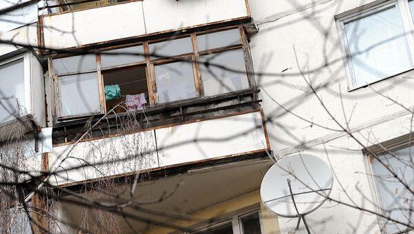 Окно дома, откуда офицер выбросил двух детей