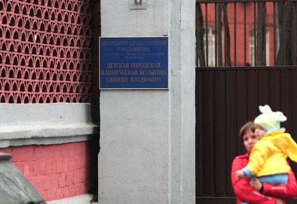 Операция у Даши, выброшенной с 8-го этажа в Москве, отложена