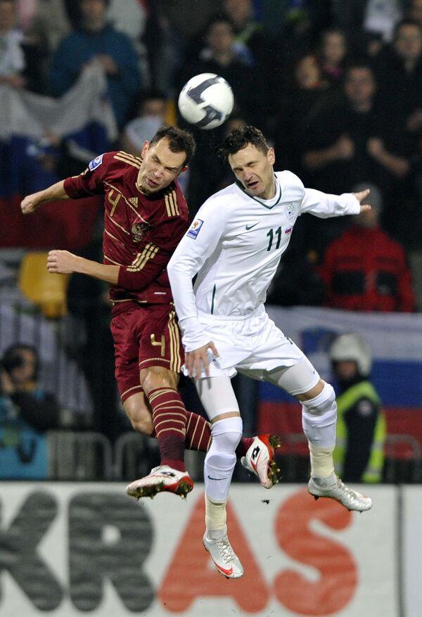 Игровой момент матча Словения - Россия