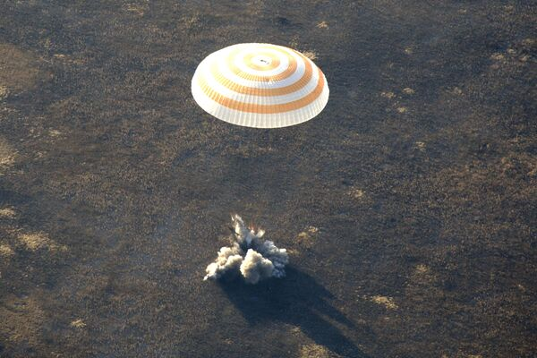 Возвращающимся с МКС космонавтам рекомендовано потуже пристегнуться