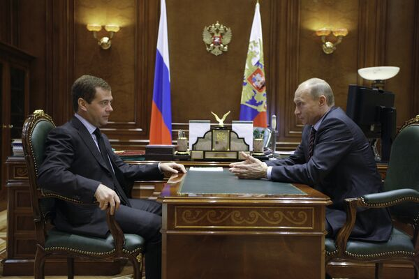 Медведев и Путин обсудили реализацию послания президента парламенту