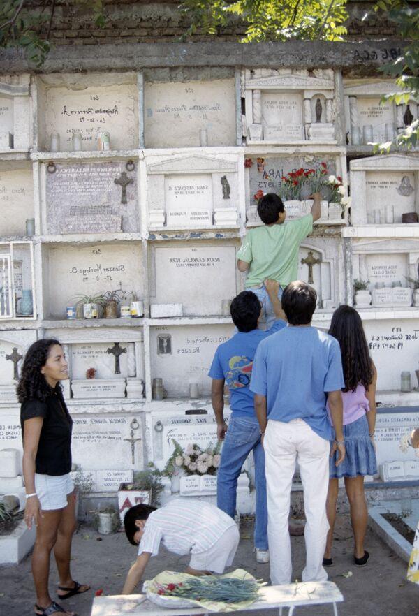 На могиле Виктора Хары