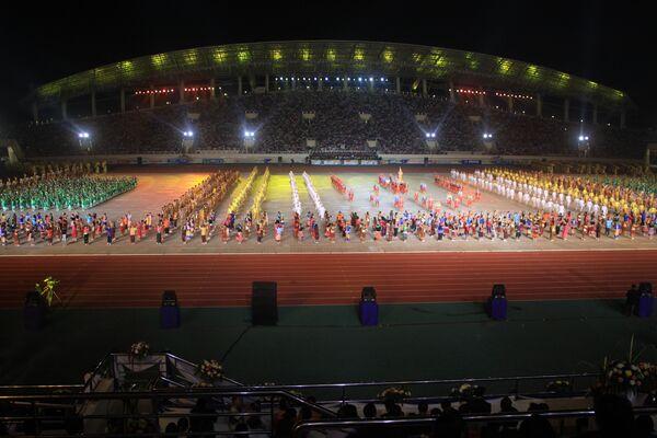 Церемония открытия 25-х Игр Юго-восточной Азии на Национальном стадионе в столице Лаоса Вьентьяне