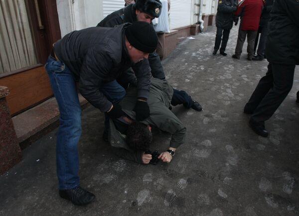 Суд отложил дело журналиста, обвиняемого в участии в пикете