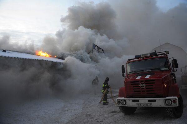Дым от пожара на Мытищинской ярмарке в Подмосковье не опасен для людей