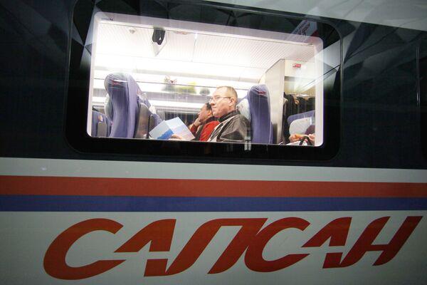 Движение поездов на пути Москва-Петербург ночью было нарушено