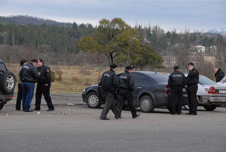 Место ЧП оцеплено полицией.