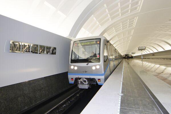 Станция московского метро - Митино Арбатско-Покровской линии. Архив