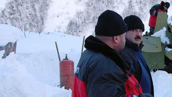 Под лавиной в КБР остаются жители Петербурга и Чебоксар