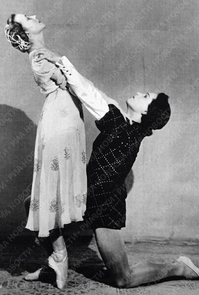 Уланова и Сергеев в сцене из балета Ромео и Джульеттта