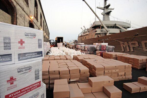 Гуманитарная помощь для пострадавших от землетрясения на Гаити на пирсе в порту Веракруса. Архив