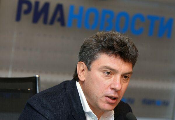 Суд рассмотрит жалобу на решение по иску Лужкова к Немцову