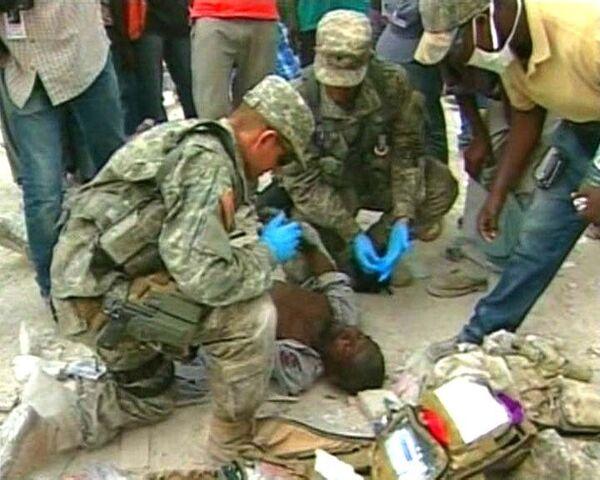 Спасен мужчина, пролежавший под завалами на Гаити две недели