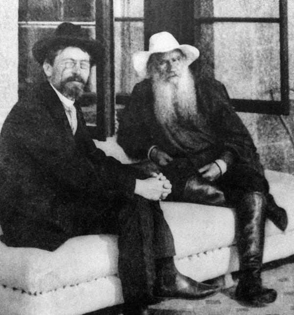 Антон Павлович Чехов и Лев Николаевич Толстой