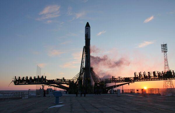 Пуск ракеты-носителя Союз-У с грузовым транспортным кораблем Прогресс М-04М на борту