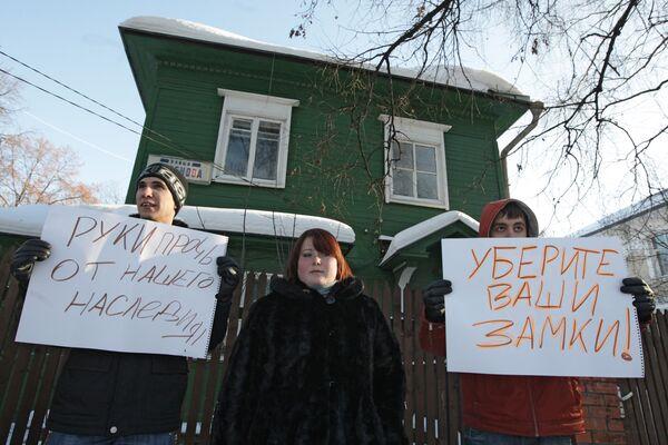 Митинг жителей поселка Сокол в защиту прав на свои дома