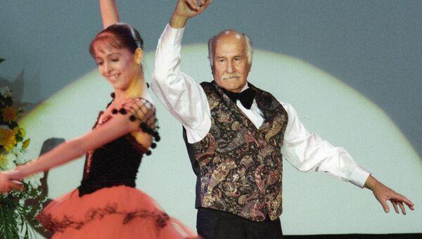Народный артист СССР Владимир Зельдин выступает на церемонии вручения премии Кумир-2000