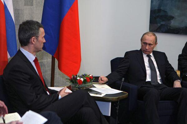Встреча премьер-министров РФ и Норвегии Владимира Путина и Йенса Столтенберга. Архив