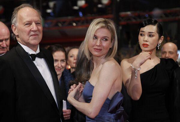 Вернер Херцог, Рене Зельвегер и Ю Нан на церемонии открытия 60-го Берлинского кинофестиваля