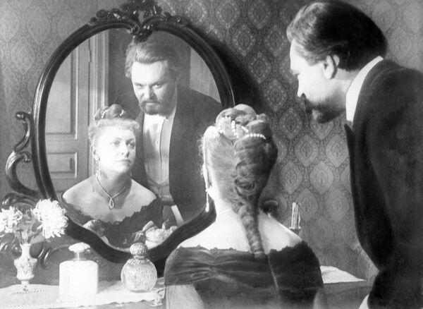 Кадр из фильма Попрыгунья, 1955 год. Ольга Иванова - Целиковска, Дымов - С. Бондарчук.