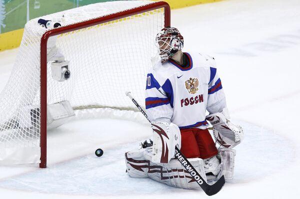 Вратарь Илья Брызгалов во время хоккейного матча между сборными России и Словакии на ХXI зимних Олимпийских играх