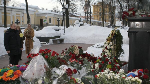 Путин на могиле Анатолия Собчака в Санкт-Петербурге