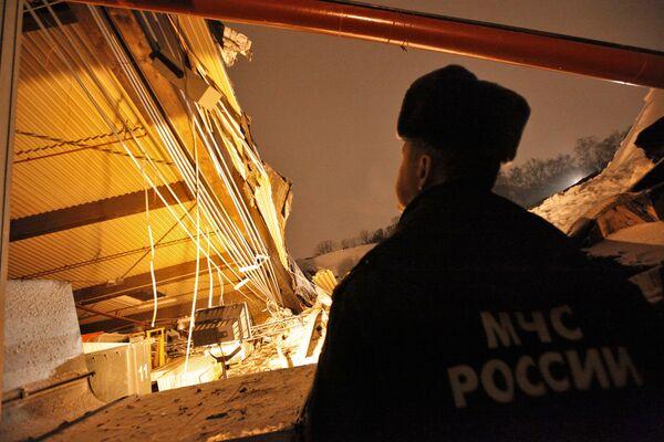 Обрушение кровли ангара на территории парка Сокольники в Москве
