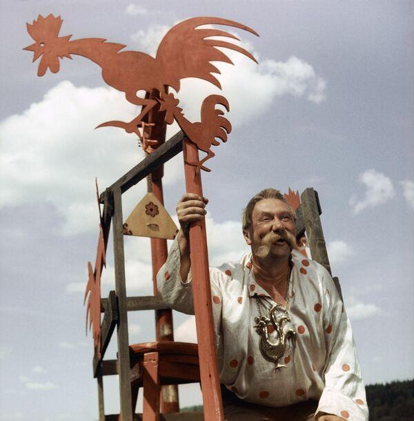 Смирнов в сцене из фильма Огонь, вода и медные трубы