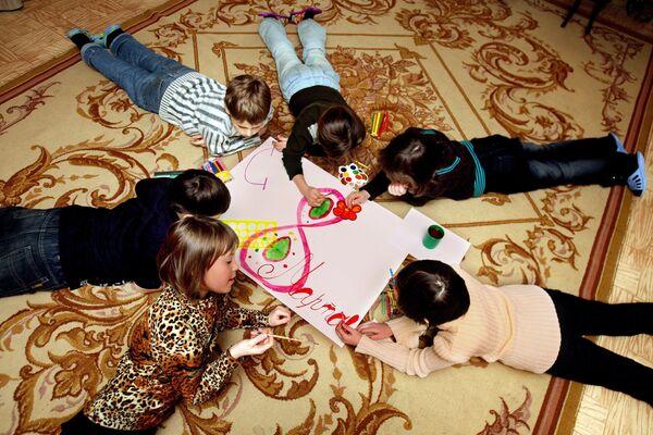 Подготовка к 8 марта в детском саду. Архив