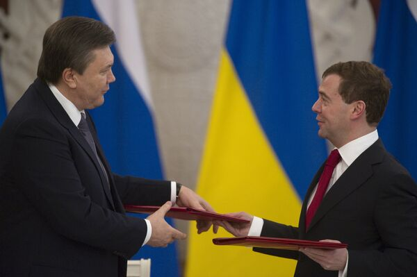 Президент России Дмитрий Медведев и президент Украины Виктор Янукович. Архив