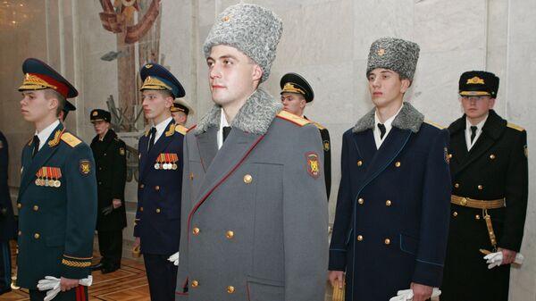 Путин лишил высших офицеров каракулевых шапок