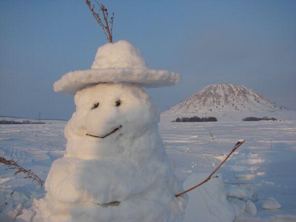 Акция Снеговики на страже гор, организованнуая жителями Башкирии в защиту Шиханов