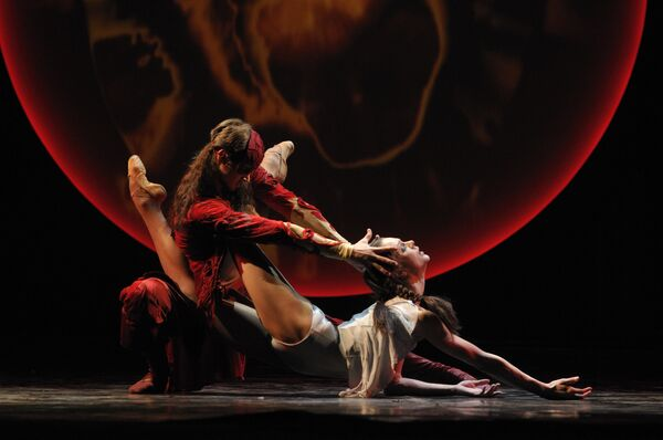 Сцена из балета Онегин. Театр балета Бориса Эйфмана